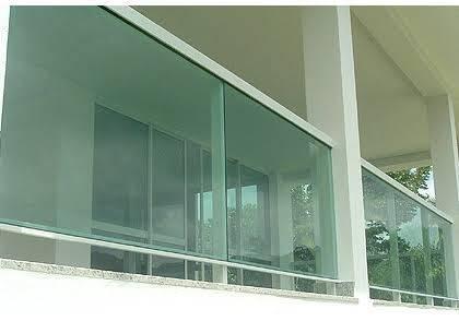 Guarda-corpo de Madeira e Vidro no Jardim Paulistano - Guarda-corpo de Vidro e Alumínio