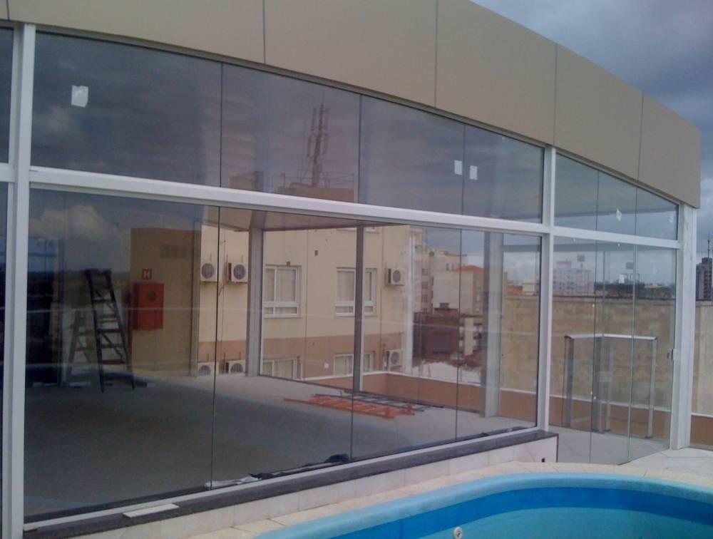 vitrine de vidro para lojas glasstemp. Black Bedroom Furniture Sets. Home Design Ideas
